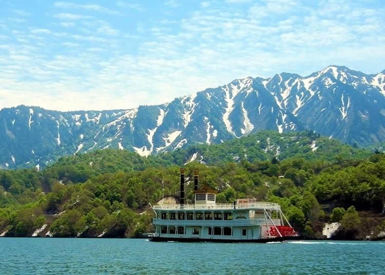 4.奥只见湖与游览船