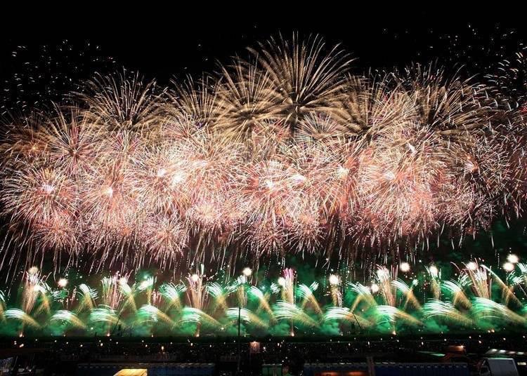 9. 일본 유수의 불꽃놀이 '전국불꽃놀이 경기대회,오마가리의 불꽃' 을 감상