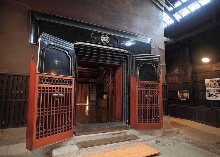 11. 요코테시 마스다에서 역사적인 내부를 견학