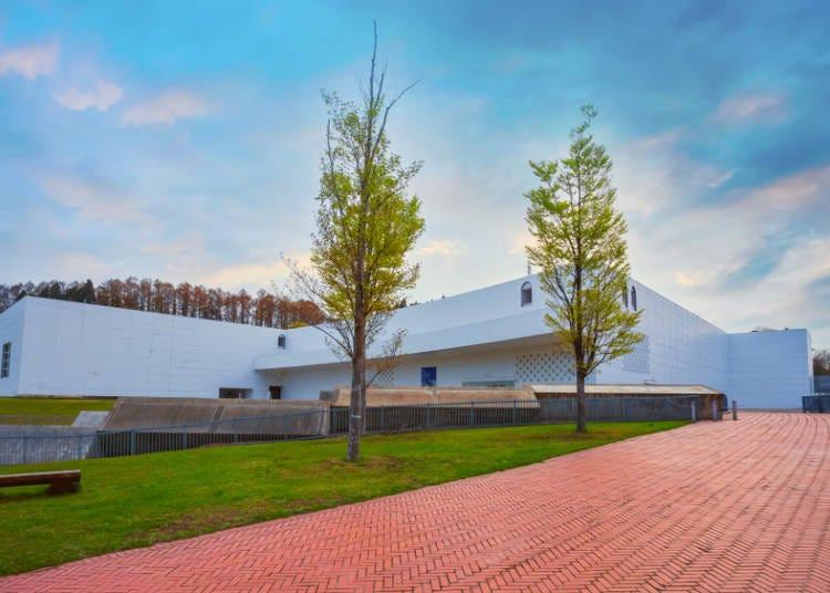 2.青森県立美術館