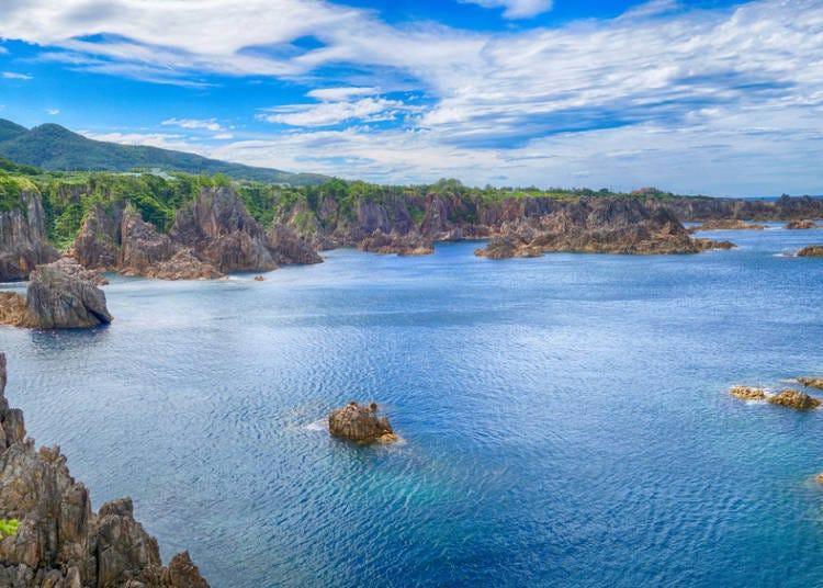 从新泻港出发,搭乘高速汽船前往佐渡岛吧!