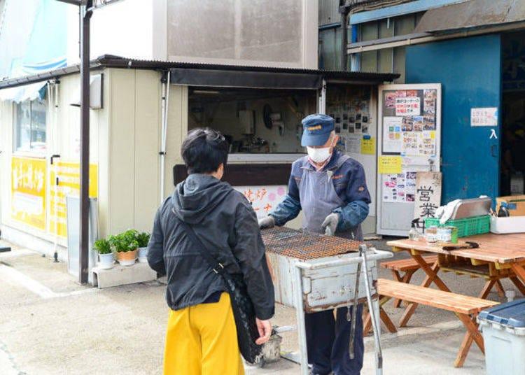 在鹽釜水產批發市場也能兩手空空享受生鮮BBQ的「自由爐區」
