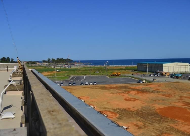 可以远眺大海的屋顶。这里是地震时最后的堡垒