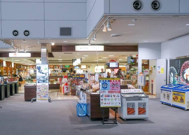 新潟県内の米、酒、海の幸、山の幸、銘菓、工芸品が集まる「アカシア」