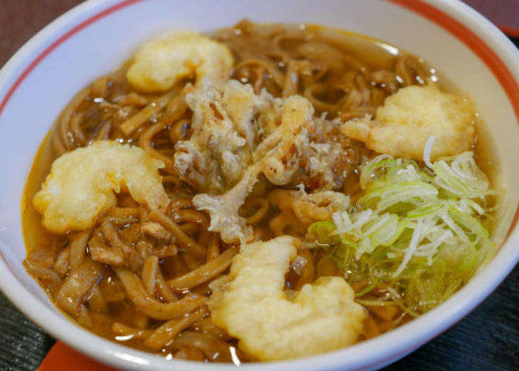 Stir-Fried Noodles with Soup!? Eating Kuroishi Tsuyu Yakisoba - Aoyama's Popular Local Cuisine!