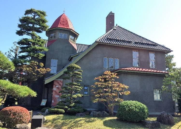 3. Fujita Memorial Garden's Taisho Romantic Tea Room (Hirosaki City)