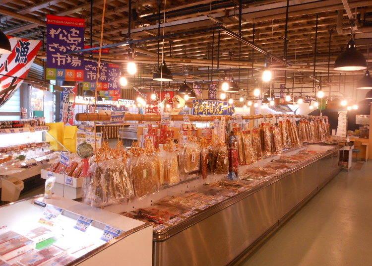 牡蠣を食べた後は、松島さかな市場で買い物