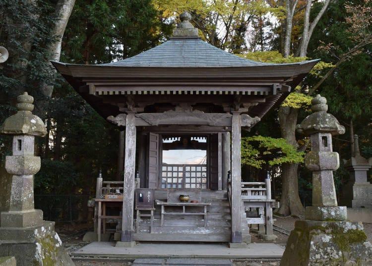 '미나모토노 요시츠네'의 임종의 땅에 세워진 사당