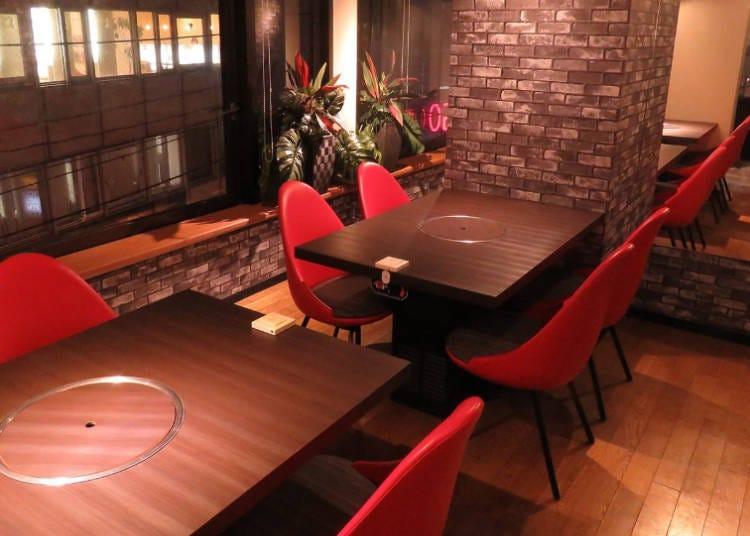 落ち着ける個室や夜景の見えるカウンターで食事