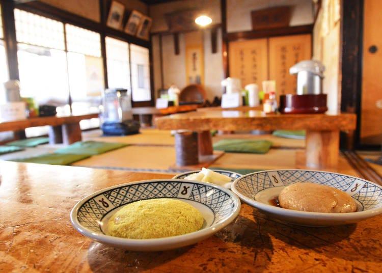 오우치주쿠의 명물 토치모찌를 맛볼 수 있는 '야마가타야'