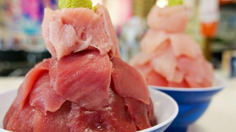 大トロがこんなに!青森「鶴亀屋食堂」のメガ盛り本マグロ丼が感動レベルだった…