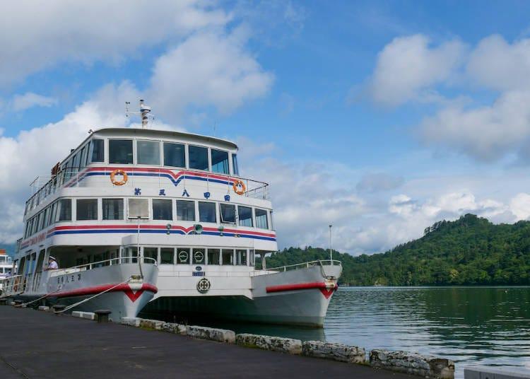 遊覧船で十和田湖を堪能!