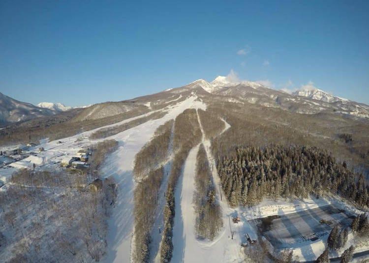 2. Ikenoitara Onsen Ski Resort: Beginners and experts alike can enjoy the two ski areas