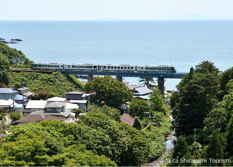 ■十二湖へは「リゾートしらかみ」の列車の旅で思い出作りも
