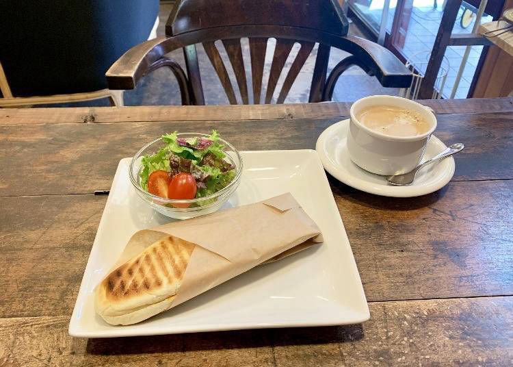 c. Enjoy lunch at the Yu no Machi Sakunami tourist Information Plaza Lasanta