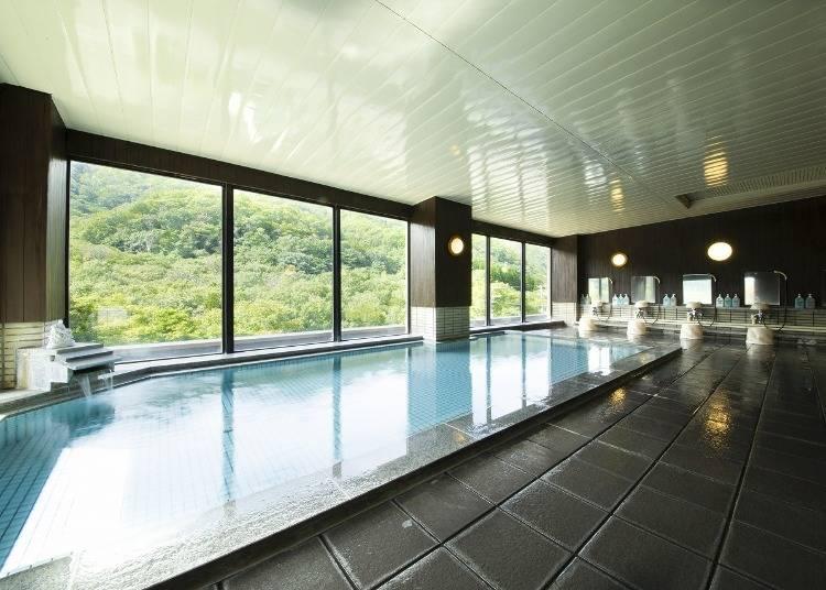 3.【湯の原ホテル】絶景を望む展望温泉が人気