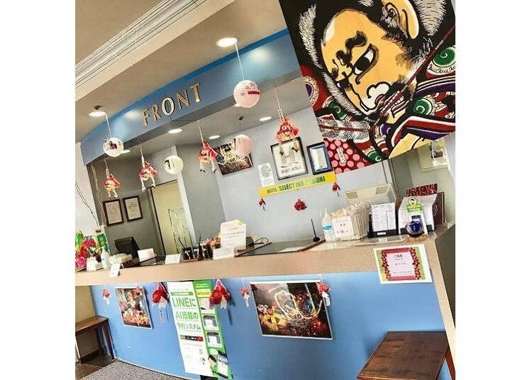 青森飯店②Hotel Select Inn Aomori:青森風格的大廳很引人注目
