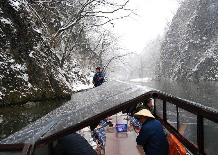 2:暖かなこたつ舟から眺める、雪のなかの「猊鼻渓」へ(岩手)