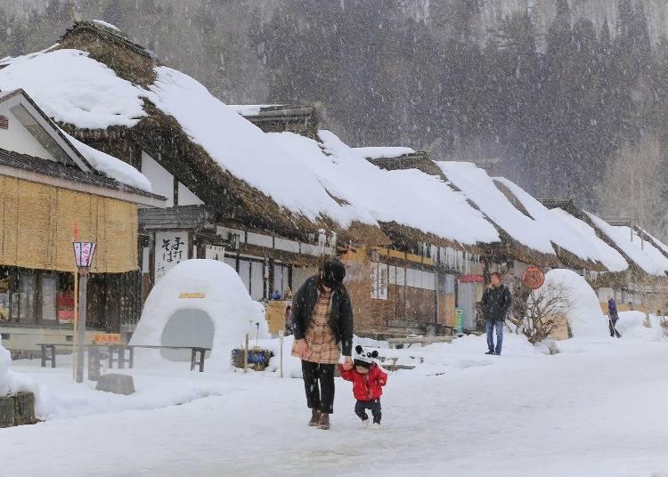 8:古民家が並ぶ「大内宿」の雪絶景(福島)