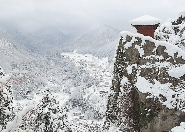 10. 야마가타 산의 절(山寺)- 하얗게 물드는 산의 고찰