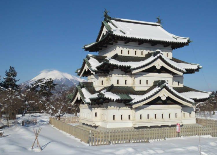 2. Wintertime Hirosaki Castle (Hirosaki City)