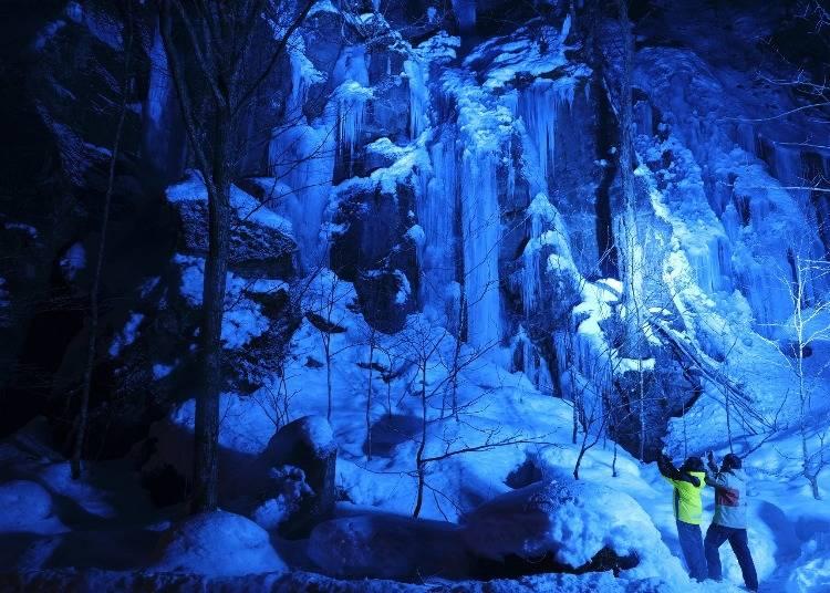 3.奥入瀬渓流で氷瀑を見る