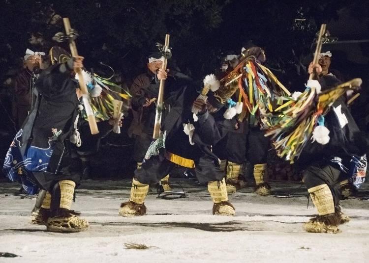5. 하치노헤 엔부리에서 민속예능의 춤을 즐긴다