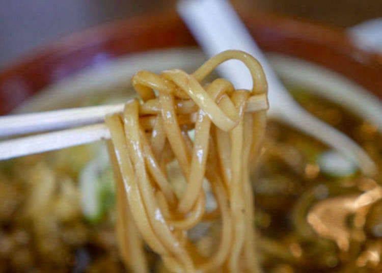 炒麵跟湯混在一起吃?青森當地美食「黑石醬汁日式炒麵」