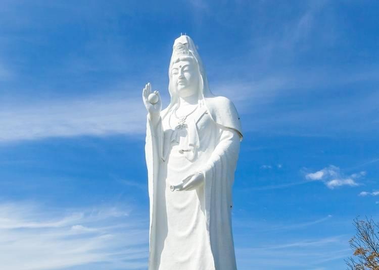 What sort of Kannon statue is the Sendai Daikannon?
