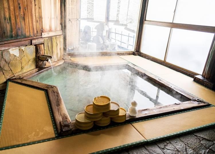 4)嶽温泉:岩木山の麓で浸かる白濁の湯