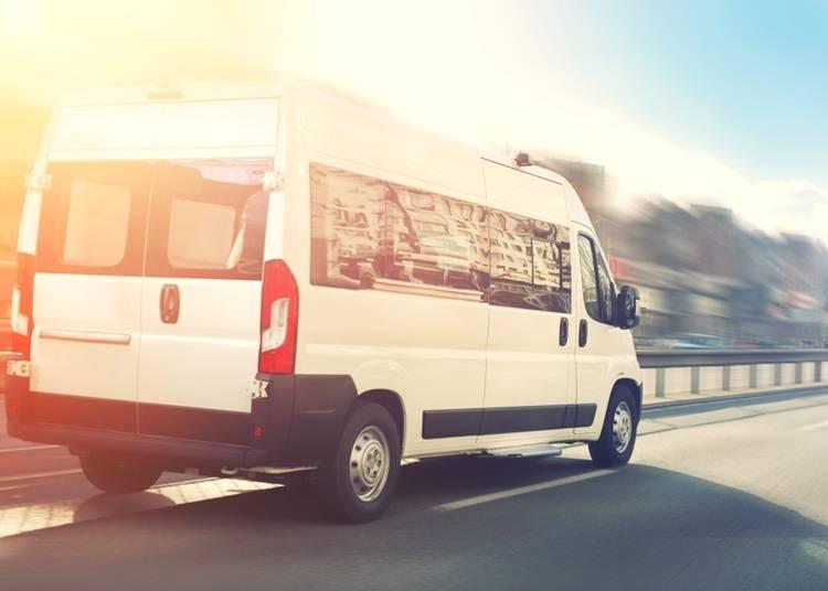 3)無料送迎バスで訪れる場合