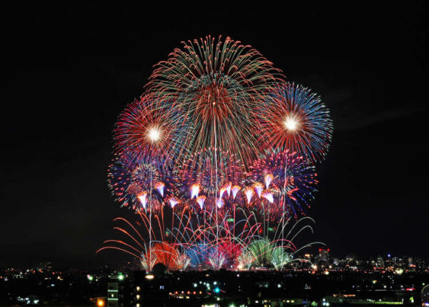 'Like Watching Flowers Blooming at Night' Expats Reveal 5 Surprising Things About Japanese Fireworks Festivals