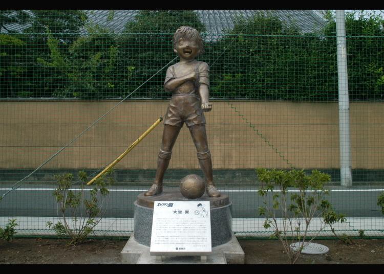 1위. 캡틴 츠바사의 오조라 츠바사 동상
