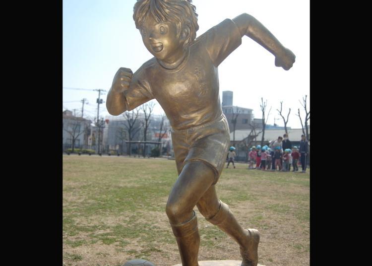 第5名:足球小将翼・岬太郎铜像