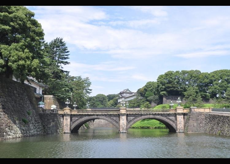 10.Nijubashi Bridge