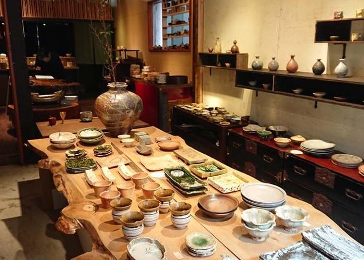 5.Asakusa Japanese Pottery Gallery Tobetobekusa