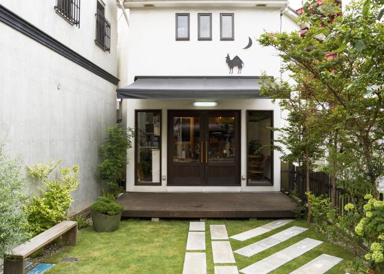 1.Hostel YUIGAHAMA + SOBA BAR