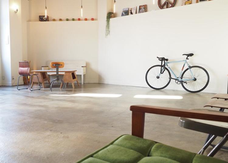 7.almond hostel & cafe