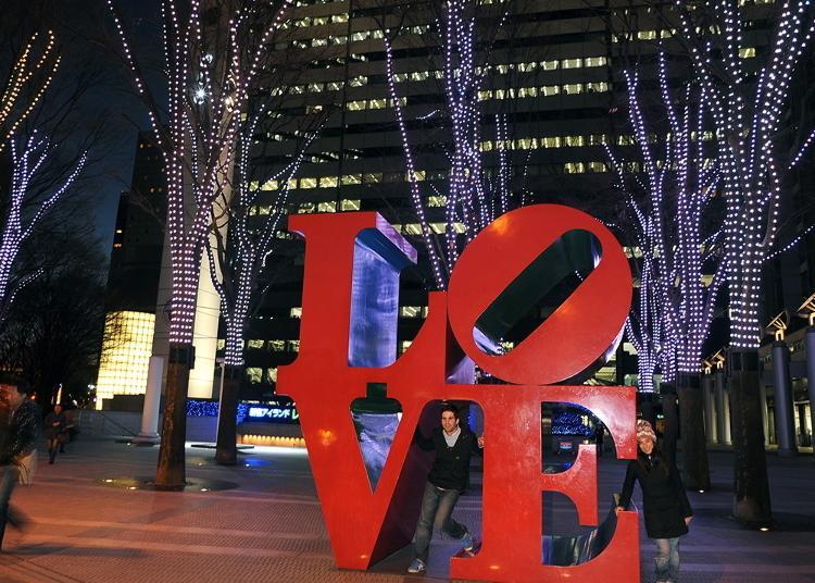 第2名:新宿i-Land Tower-LOVE雕塑