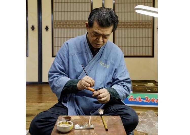 Gain newfound appreciation for lacquerware with a maki-e master