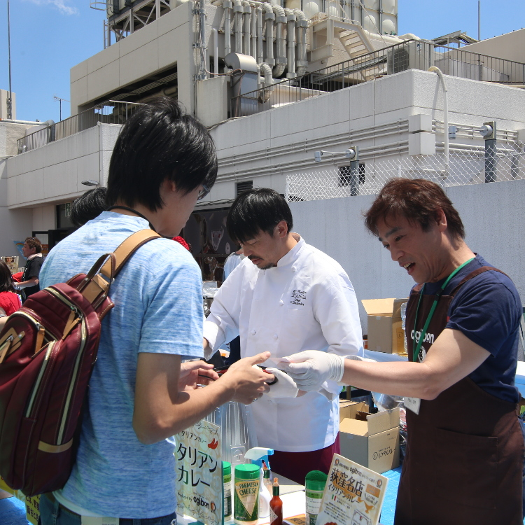 """Event Info: """"Curry Battle"""" on the Rooftop of an Ogikubo Department Store, Where 17 Well-Known Suginami Shops Offer Their Curry for Taste Comparison"""