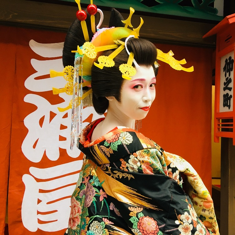 Take pictures with the Oiran!