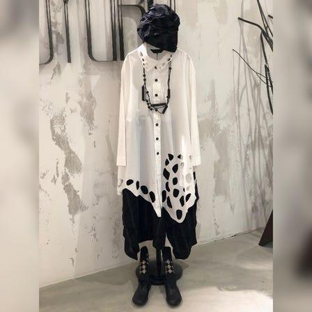 MOYURU   2021 Spring & Summer Collection  Blouse ¥29000  White / Black