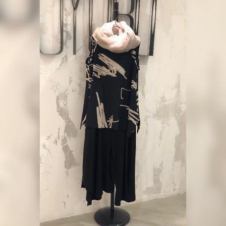 MOYURU  2021 Summer Collection  Art design Top ¥24000  Panst ¥26000