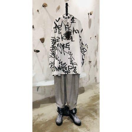 2021 AUTUMN & WINTER COLLECTION <br /> <br /> ART PRINT SHIRT ¥23000<br /> <br /> ART DESIGN PANTS ¥19000