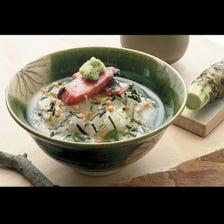 茶泡飯(紅鮭魚、鯛魚、鱈魚子等共12種) 在家也能品嘗料亭的美味口感。