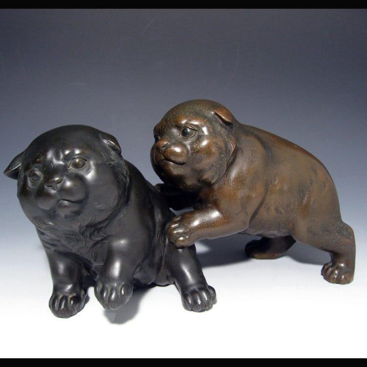 Bronze puppies ornament (Meiji period)