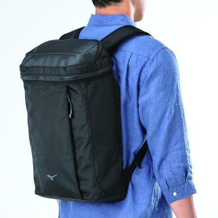 レインカバー付きバックパック / 16リットル レインカバー付で急な雨にも安心のバックパック。 A4サイズのノートPCやタブレットが収納可能。  #mizuno #backpack #rain_cover #bussines_bag