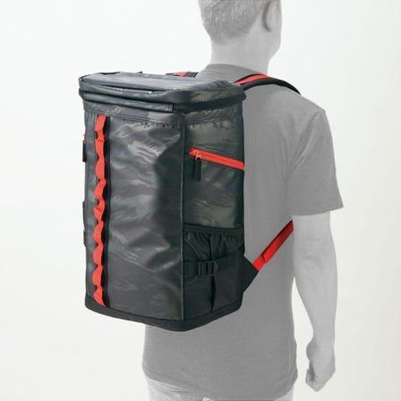 バックパック / 30リットル PC、小物が外から取り出せるクイックアクセス設計のターポリン製バッグパック。  #mizuno #backpack #bag #team_bag