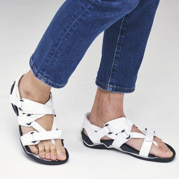 "WAVE REVIVE 3 復興了日本古代製鞋業"" WARAJI""的步行涼鞋。  #mizuno #wave_revive #waraji #unisex #sandals"